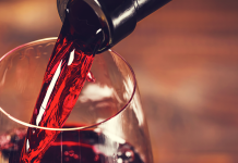 How to Properly Pour Wine without Spilling